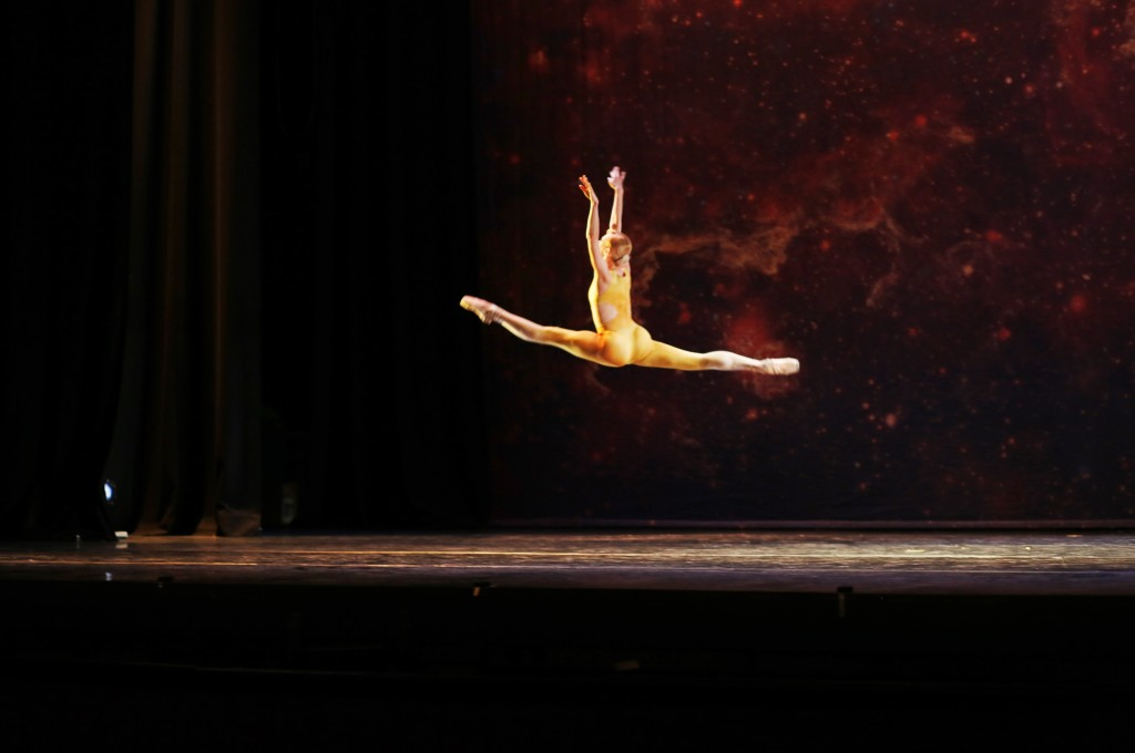 Orbital Motion, chor. Valentino Zucchetti. Photo Thierry Fonteyne